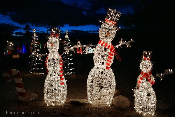 endof2011/snowfamily.jpg
